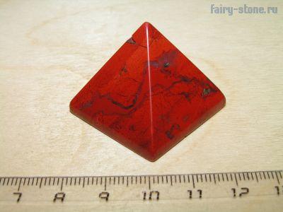 Пирамидка из красной яшмы (27мм)