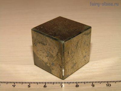 Куб из халькопирита (29мм)